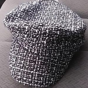 Ladies boucle cabbie hat
